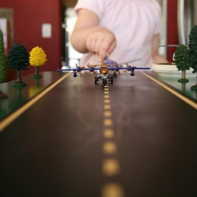 toy-airplane-runway